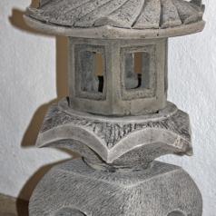 Graue japanische Pagode Laterne