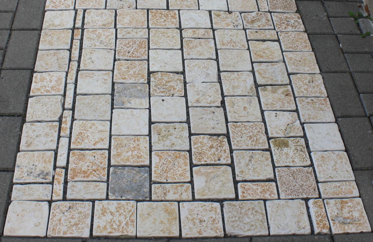 pflastersteine aus naturstein in mediterraner farbe - naturstein