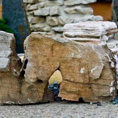 """Kleiner Findling """"Elefant"""" für den Steingarten oder das Beet."""