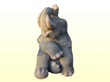 Elefant als Gartenfigur aus Sandsteinguss
