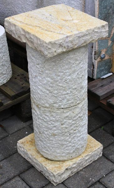Natursteinsäule ca. 50cm hoch