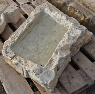 Handgefertigtes Wasserbecken aus Naturstein