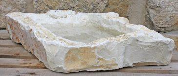 Wassertränke aus Kalk-Marmorstein