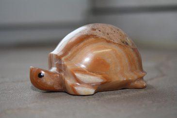 Schildkröte aus Onyx-Konglomerat Naturstein