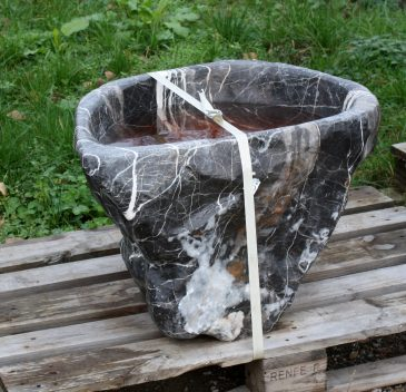 Wasserbecken aus Marmor für den Garten