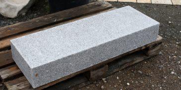 Blockstufe_Granit_Treppenstufe_Naturstein