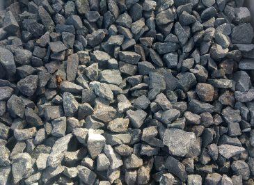 Basalt Splitt im Sack