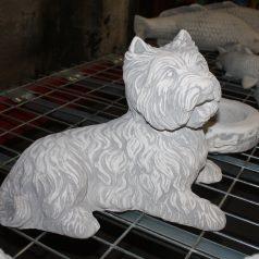west-highland-white-terrier-westi-liegend-hundefigur-dekoration-gartenfiguren-figuren-aus-beton-naturstein-centrum-lpm