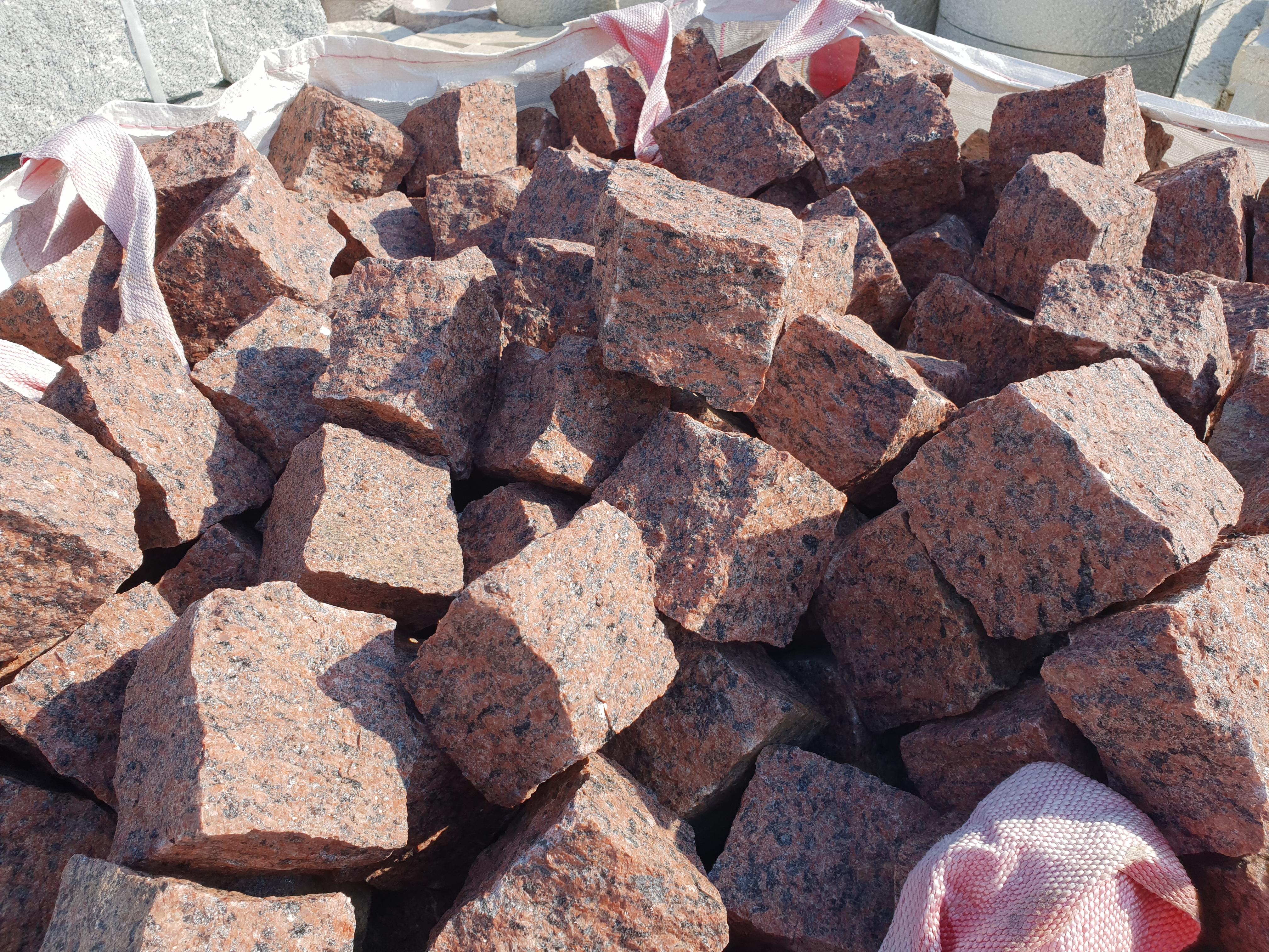 Granit Pflastersteine Vanga rot 8/11 ca. 1 to