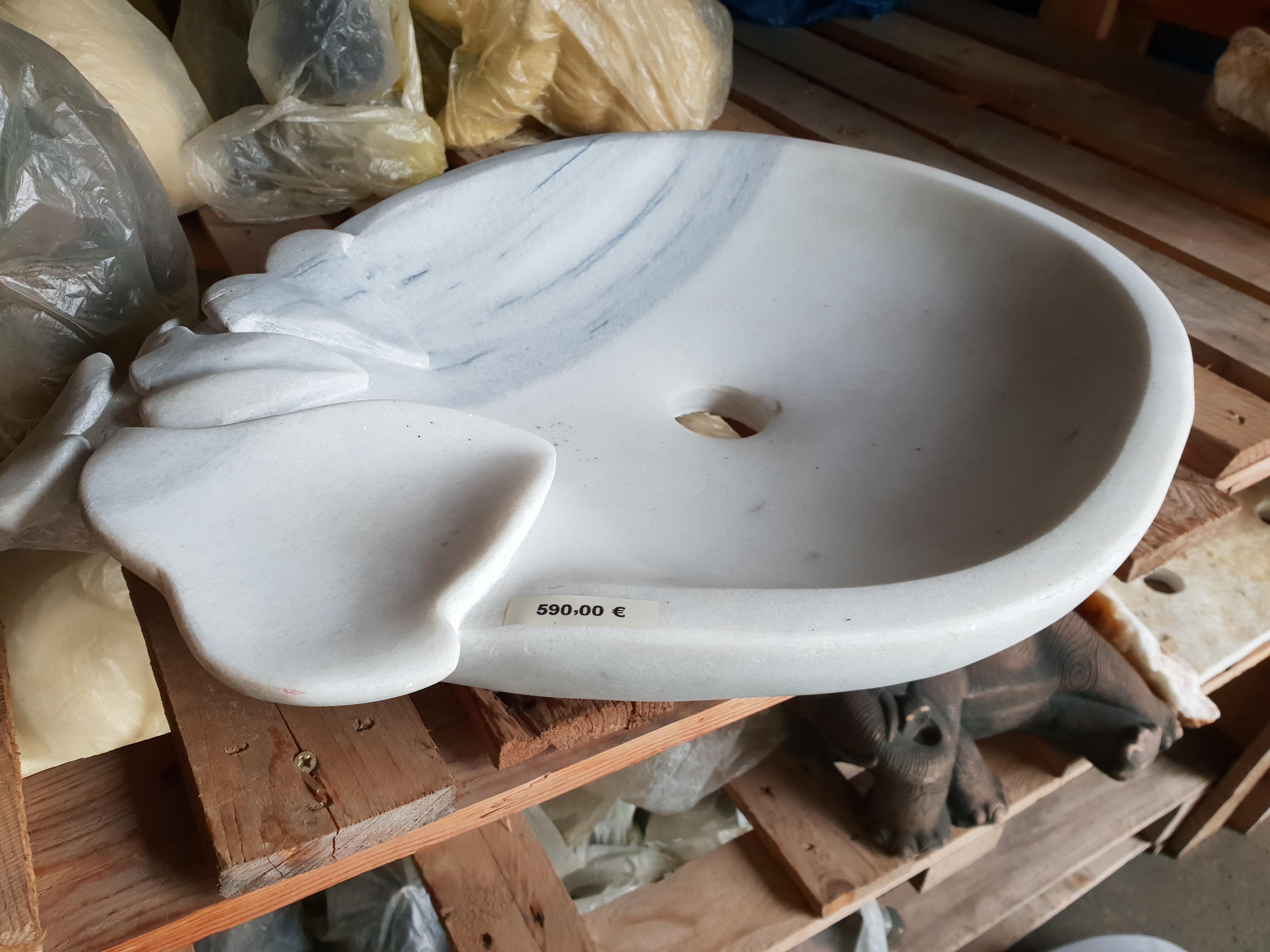 Waschbecken Aus Marmor Mit Blatterverzierungen Naturstein Centrum Lpm