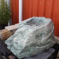 Grüne Kaskade Wasserspiel aus Naturstein