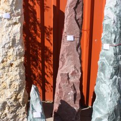 Roter Monolith Naturstein Centrum LPM Krostitz bei Leipzig